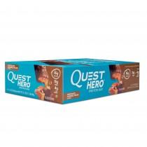 Quest® Hero™ Protein Bar, Baton Proteic, cu Aroma de Ciocolata, Nuci Pecan si Caramel, 60g